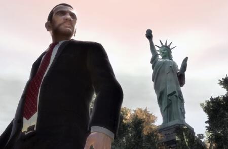 Nico Bellic, le protagoniste du dernier GTAIV face à une statue virtuelle